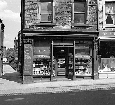 July 1959: Dinky Dyson's Chemist's shop - 77 Queen Street, Morley